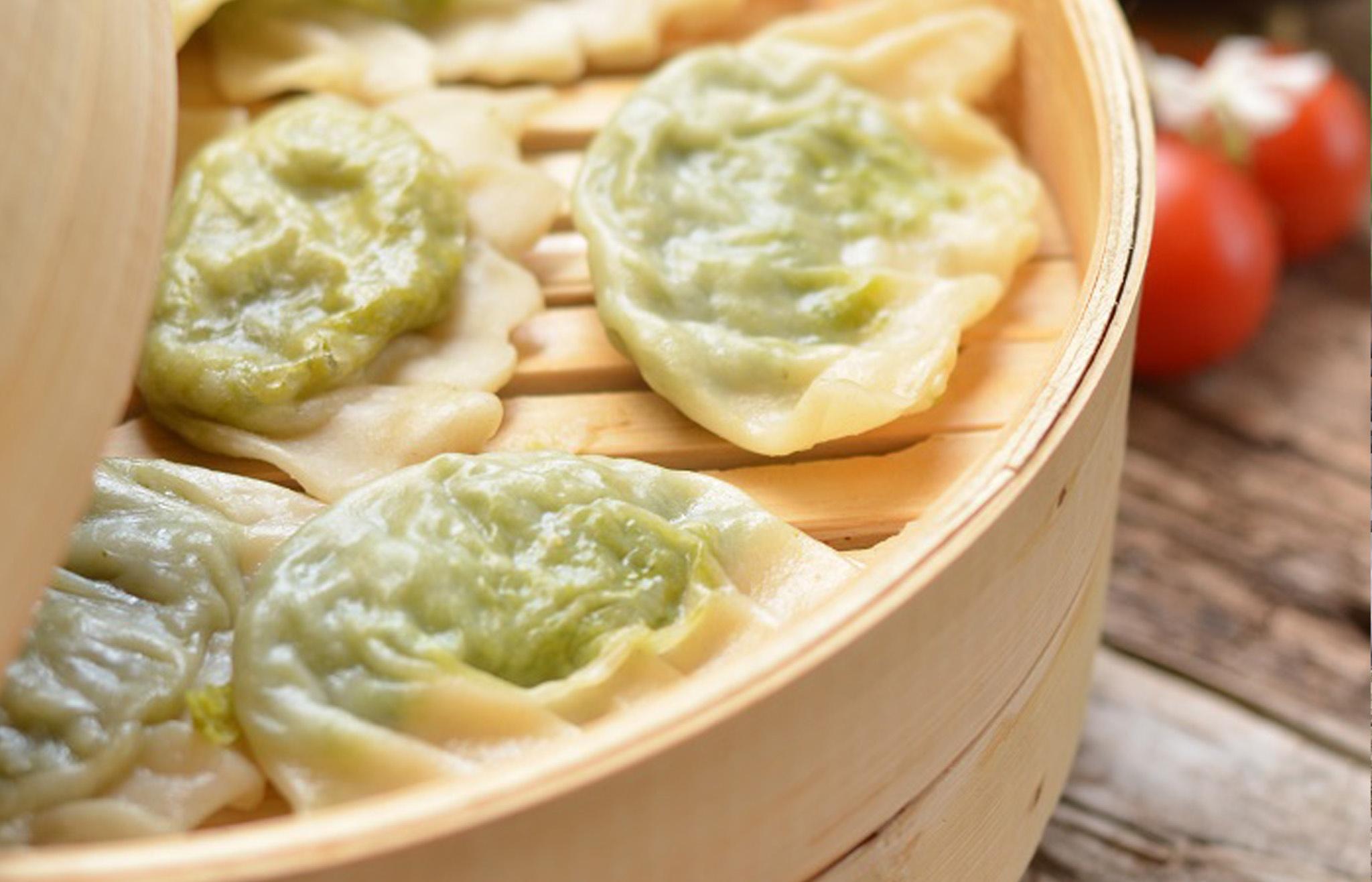 Dumplings de Parmigiano Reggiano verduras asiatico-mediterraneas y salsa de jengibre
